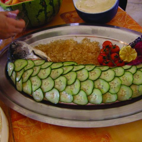 Saumon entier et concombre